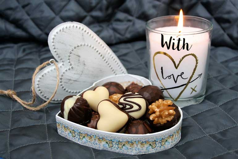 свети валентин Кутия бонбони или друг вид шоколадово изделиe