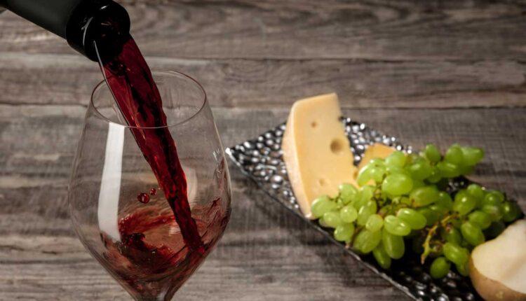 С какво се пие хубаво червено вино