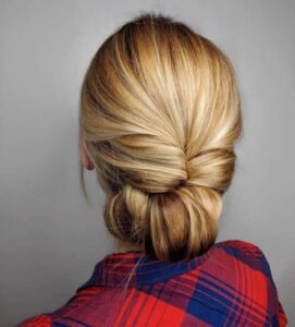 прическа за дълга коса усукан кок