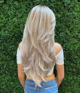 етажирана прическа за дълга коса